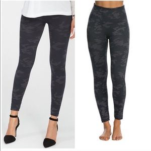 Spanx seamless black camo leggings S